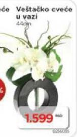 Veštačko cveće u vazi